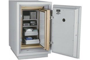 SafesStore.co.uk | Specialist in Safes. We deliver FireKing Datasafe DM 2513-3 free.