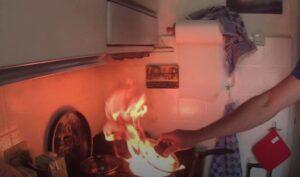 Vlam in de pan blussen